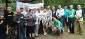 Частина учасників Фестивалю біля прапору ЛКК